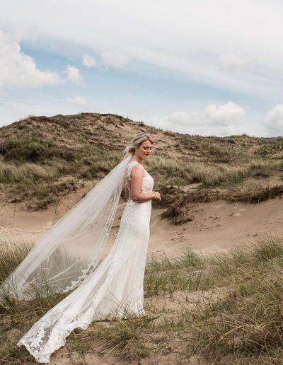 dayofmylifebruidsfotografietrouwen-aan-zee-trouwen-scheveningen-bruidsfotograaf-nunspeet-bruidsfotograaf-gelderland-gelderland-scheveningen-beachclub-naturel-20
