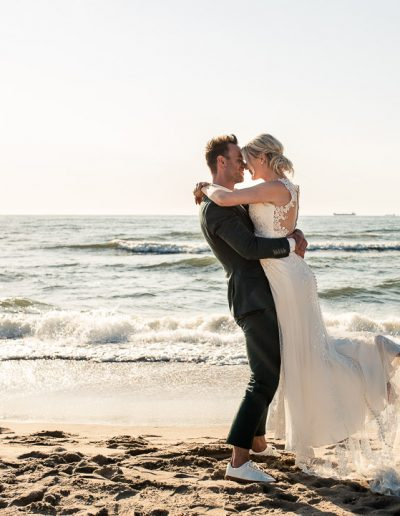 dayofmylifebruidsfotografietrouwen-aan-zee-trouwen-scheveningen-bruidsfotograaf-nunspeet-bruidsfotograaf-gelderland-gelderland-scheveningen-beachclub-naturel-44
